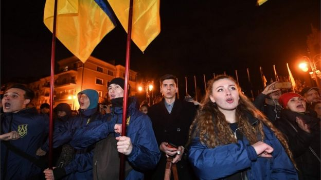 Protests in Kiev against the withdrawal of Ukrainian forces in the east