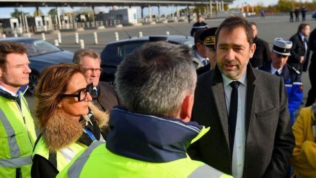 Fransa İçişleri Bakanı ülkenin güneyinde gösterilerle ilgili incelemeler yaptı