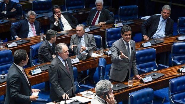 Senadores durante votação do PLC 53/2018, a Lei de Proteção de Dados Pessoais