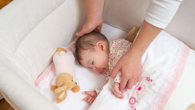 60d94f135 3 claves para que los bebés duerman de forma segura - BBC News Mundo