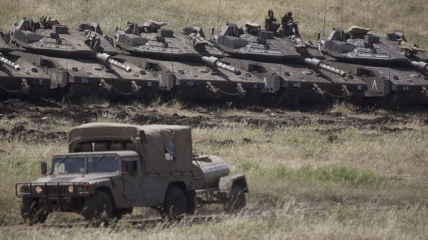 Israeli Merkava tanks deployed near the Israeli-Syrian frontier in the Israeli-occupied Golan Heights (10 May 2018)