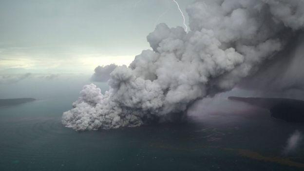 Volcán Anak Krakatau el 23 de diciembre de 2018
