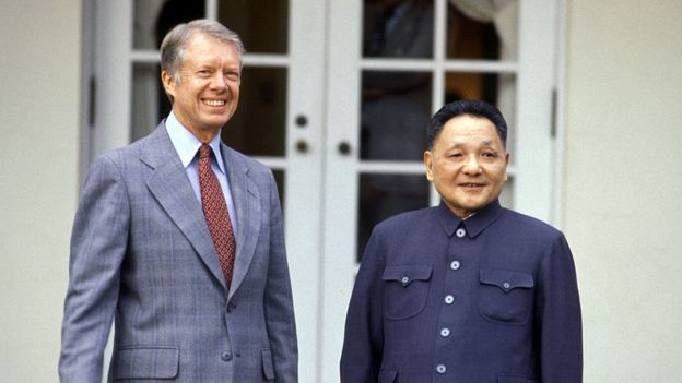 Foto de Jimmy Carter e Deng Xiaoping, em Washington