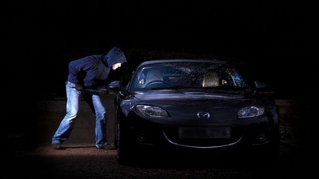 ¿Por qué aconsejan envolver las llaves del auto en papel aluminio?