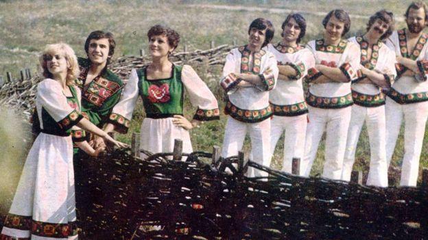 """ВІА """"Смерічка"""" у костюмах комплекту """"Зачаруй"""". 1979 рік"""