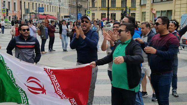 آوازخوانی ایرانیها در میدان مرکزی سنتپترزبورگ