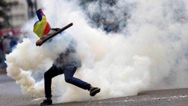 2017年7月,防暴警察平息抗议示威