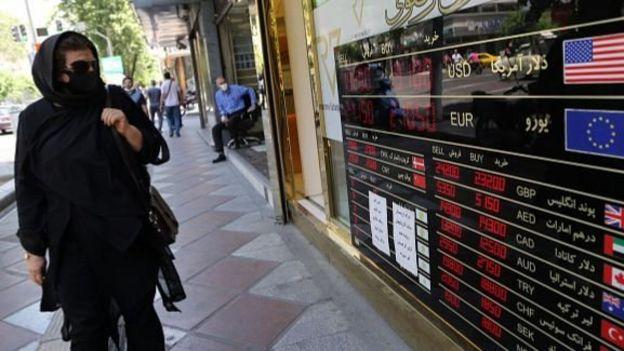 دولت ایران تحریمها و سخت شدن مراودات بانکی و همچنین شیوع کرونا را از عمده دلایل جهش اخیر نرخ ارز در ایران عنوان کرده