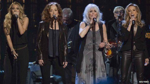 Carrie Underwood, Bonnie Raitt, Emmylou Harris and Sheryl Crow perform Linda Ronstadt's You're No Good