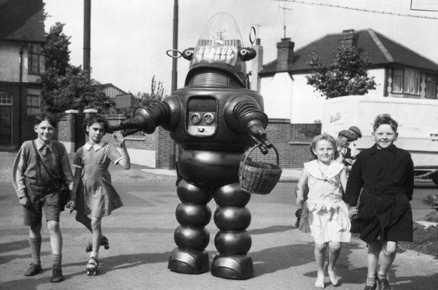 El personaje de un robot en 1954