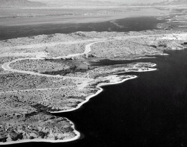 Vista aérea del lago Havasu en una fotografía antigua.