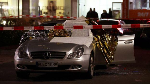 Saldırganların hedef aldığı bir araba