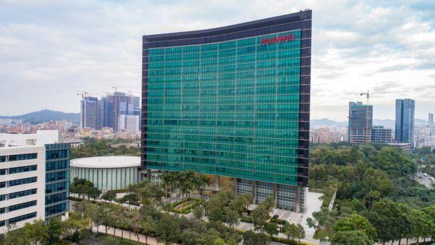 Huawei: a história e as polêmicas da gigante chinesa de
