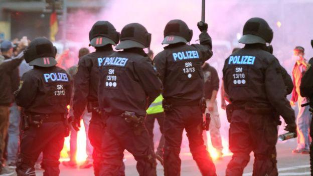 الشرطة في ألمانيا تتصدى لمظاهرة ضد اللاجئين
