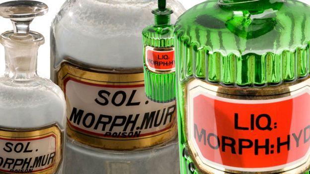 Botellas antiguas de morfina