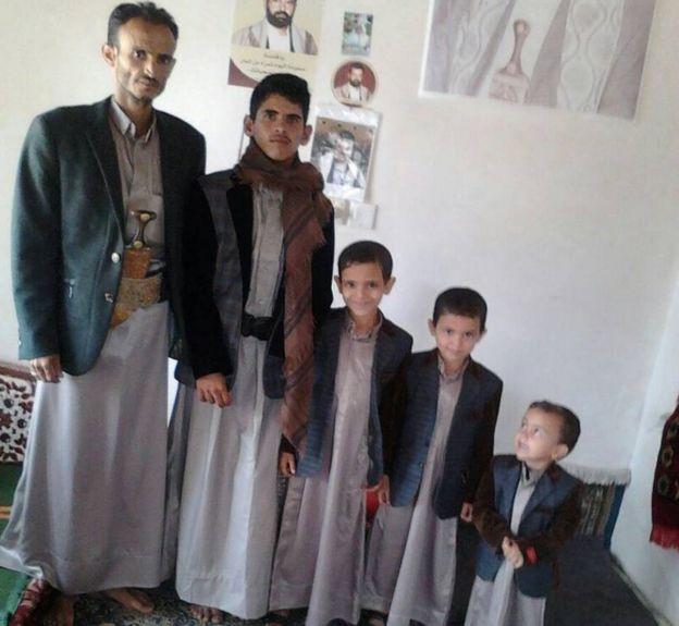 صورة جماعية لزيد طيب وأطفاله
