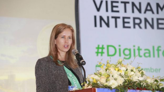 Bà Victoria Rhodin Sandström, Bí thư Thứ nhất, Trưởng phòng Vụ Chính trị của Đại sứ quán Thụy Điển phát biểu tại VIF