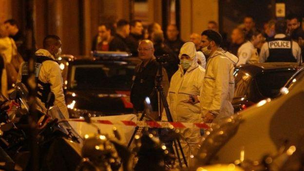 Судебные офицеры работают на месте нападения в Париже, Франция.  Фото: 12 мая 2018 г.