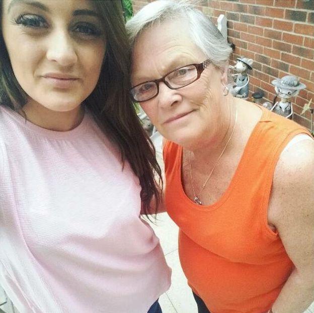 Emma-Jayne Magson con su abuela