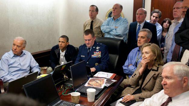 Obama, Hillary Clinton y Joe Biden en la sala donde anunciaron la muerte de bin Laden.