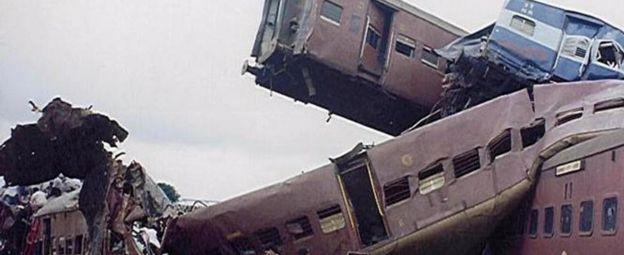India train crash: 115 killed in derailment near Kanpur - BBC News