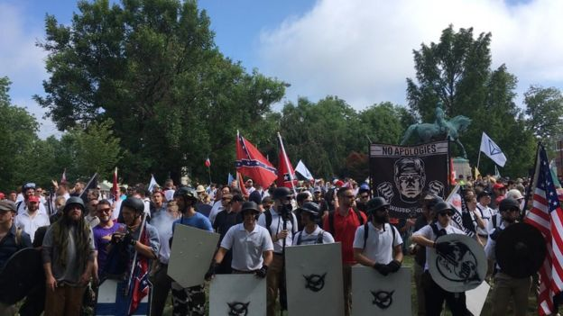 Manifestantes de extrema-direita em Charlottesville