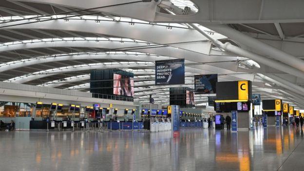 سالن خالی ترمینال ۵ فرودگاه هیترو در روز دوشنبه که در روزهای عادی پرازدحام است