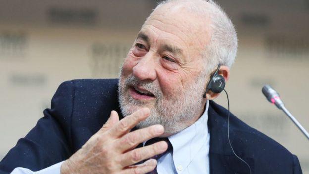 Retrato de Joseph Stiglitz.