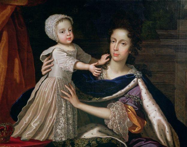 Мария Моденская с сыном.
