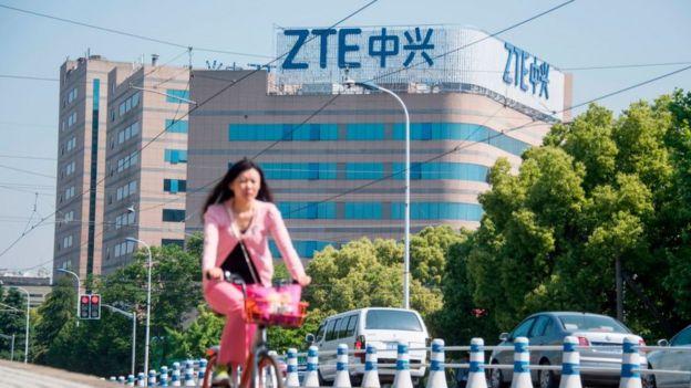 Hồi tháng Tư, một cơ quan giám sát của Anh đã cảnh báo chính phủ không nên với ZTE của Trung Quốc, sau khi Mỹcấm ZTE mua linh kiện của nước này trong 7 năm.