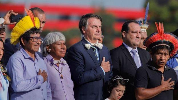 Bolsonaro durante solenidade com lideres indigenas em Brasilia