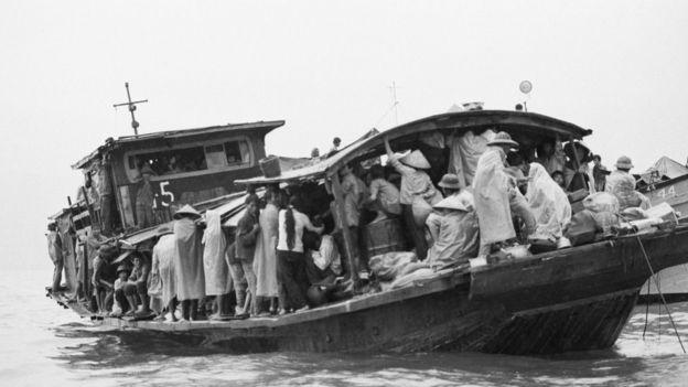 Người Việt tỵ nạn trên chiếc đi Hong Kong những năm 1980 (ảnh minh họa)