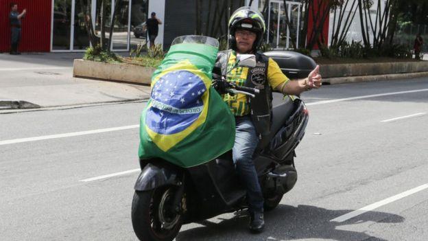 Manifestación a favor de reabrir los comercios en Sao Paulo.