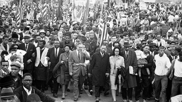 Manifestación liderada por Martin Luther King.