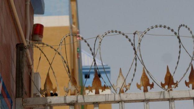 ஹோட்டன் அன்பு மழலையர் பள்ளி, மற்றவற்றைப் போல, அதிக பாதுகாப்பு கட்டுப்பாடுகள் கொண்டது