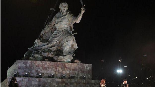 Estatua de Juana Azurduy