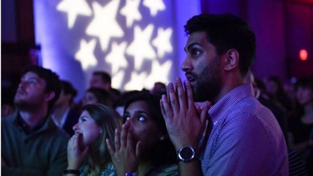 ชาวอเมริกันลุ้นผลการนับคะแนนเลือกตั้ง ที่วอชิงตัน ดี.ซี.