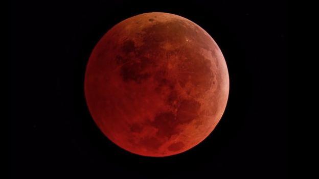 Luna rojiza