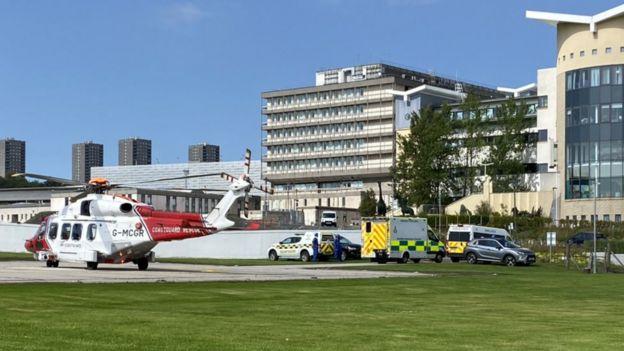 Uma vítima foi trazida para Aberdeen Royal Infirmary por helicóptero da guarda costeira