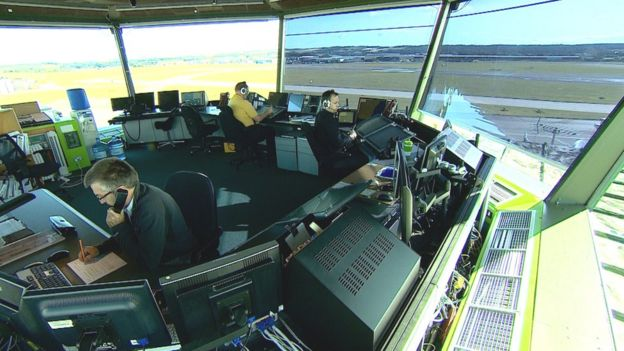 Hundreds more air traffic controllers needed - BBC News