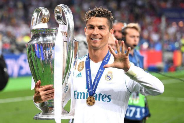 Cristiano Ronaldo levanta la Copa de Europa