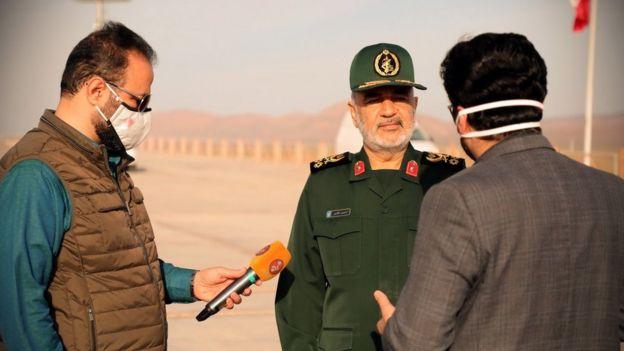 Kamanda wa IRGC jenerali Hossein Salami akizungumza na vyombo vya habari tarehe 22 April 2020