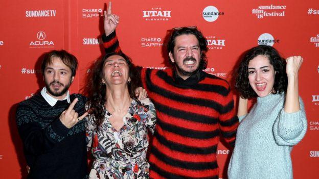 Film, yönetmen Tolga Karaçelik'in imzasını taşıyor (sağdan ikinci).
