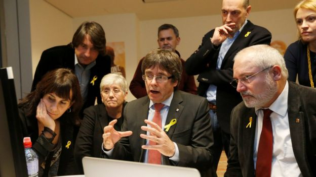 Puigdemont junto a los exconsejeros en Bruselas.