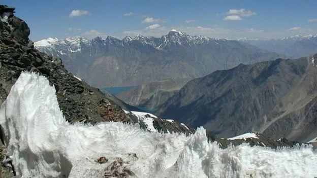 كوهستان پامير با قله هاى مرتفع و يخچال هاى طبيعى خود مورد توجه گردشگران و بويژه كوهنوردان داخلى و خارجى است