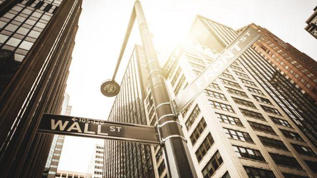 Un letrero de Wall Street en esa calle