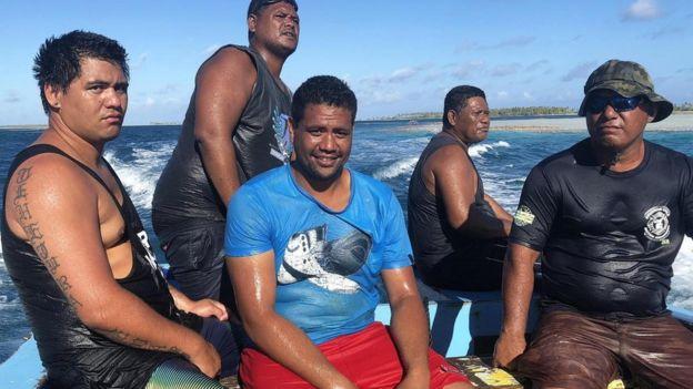 Pescando en Napuka con Evarii, Jack y Marama.