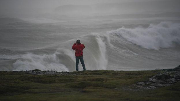 Olas en Trearddur Bay, en Gales.