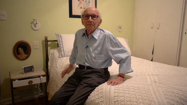 Andor Stern, em sua casa em SP