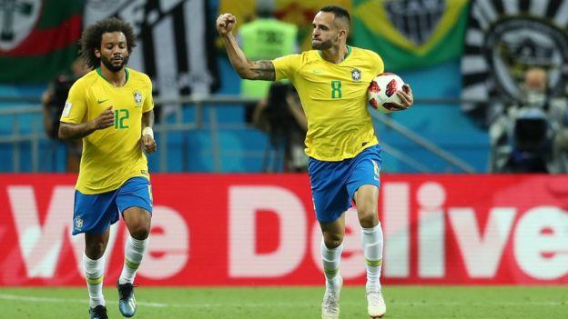 Brezilya'nın golü sonrası Augusto sevinirken